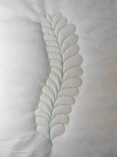 how to quilt feather, feather quilt video tutorial, traditional feather, bump bump feather, video tutorial, Valerie Smith, APQS, longarm quilting