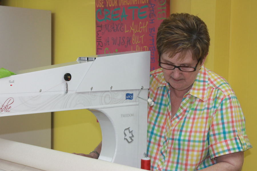 How Much To Charge When Longarm Quilting For Others Apqs,Modern Scandinavian Design House