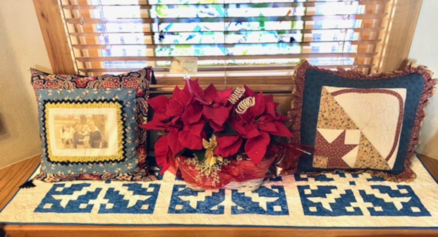 Free quilt pattern: Snowflake table runner