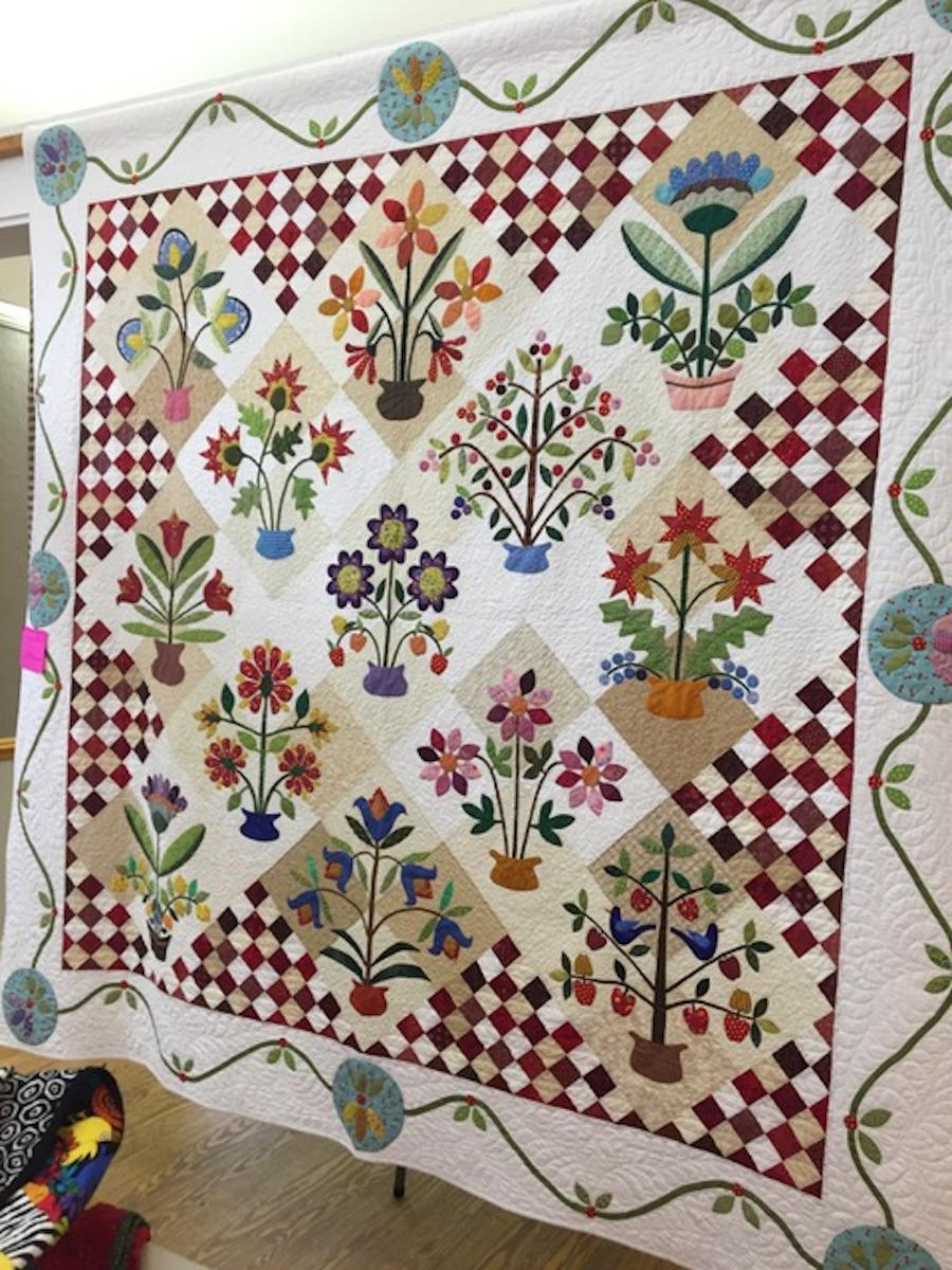 Full frame floral quilt
