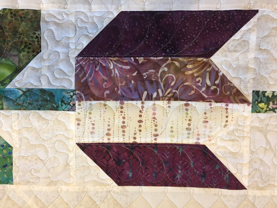 Tulips quilting pattern highlighting the quilting design.