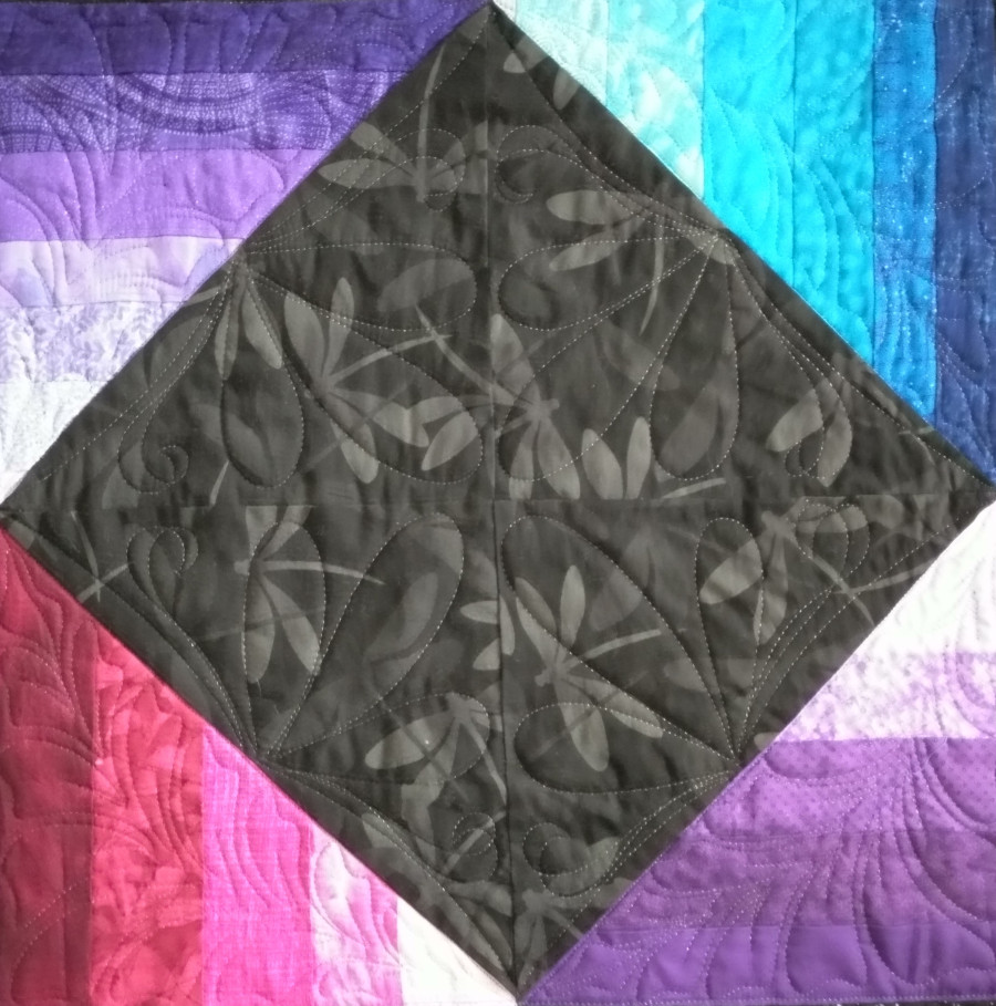 A highlighted section of the Luscious Luster quilt.